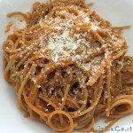 Spaghetti integrali al sugo con zucchine