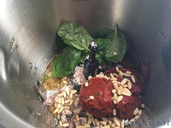 Pesto di pomodori secchi, mandorle, basilico e pinoli - My CuCo