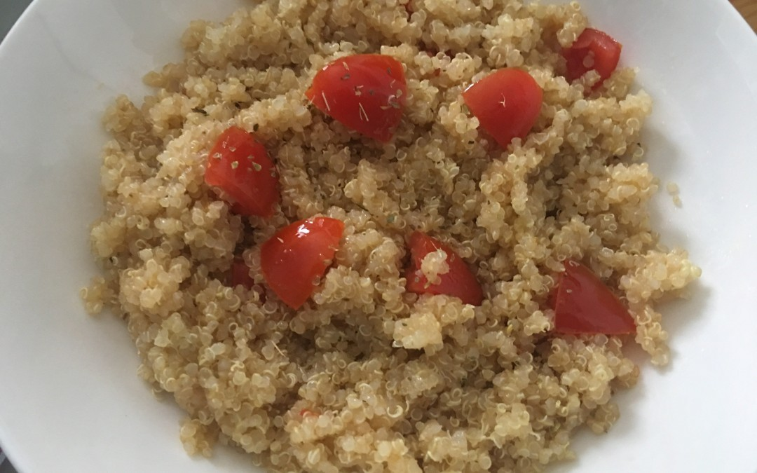 Quinoa cotta al vapore con Cuisine e i-Companion Moulinex con datterini, origano e olio evo