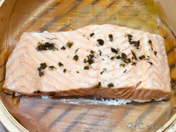 Salmone a vapore con salsa all'aneto - mycuco.it