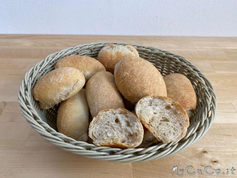 Panini con farina di tipo 1 e pasta madre, impastati col Companion Moulinex